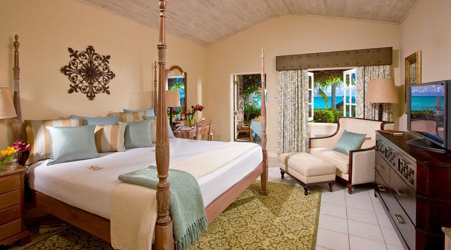 Beachfront Romeo Juliet Walkout Room