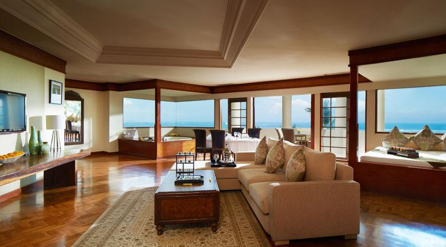 family ocean view suite living room