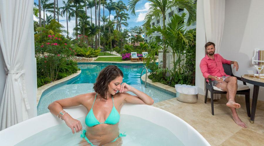 crystal lagoon swim up suite with tub