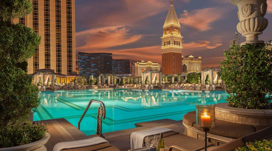 the venetian main pool strip