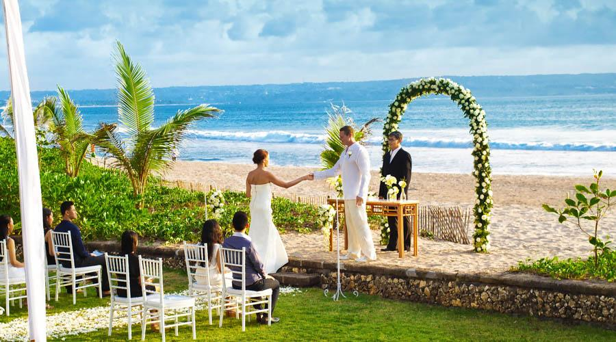 outdoor marriage by the sea