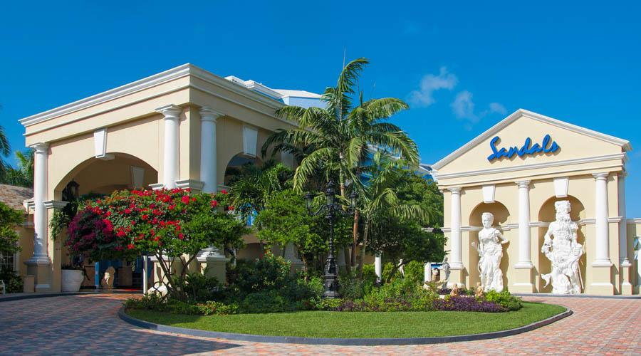 sandals royal bahamian offers a refines mainland filled with european sophication