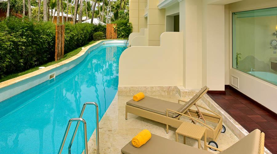swim-up suite pool and lounges